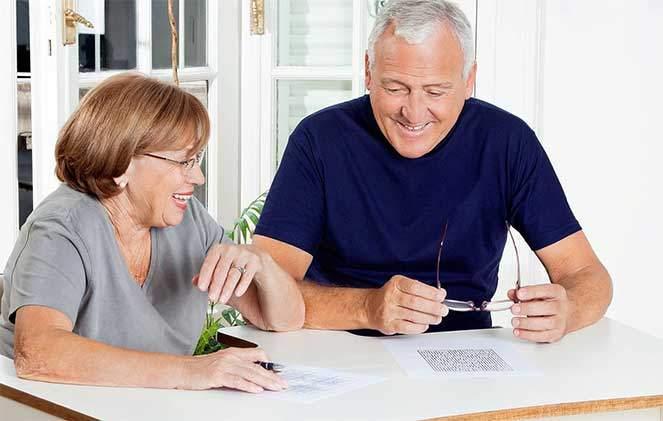 Пенсионеры делают вклад в Сбербанк